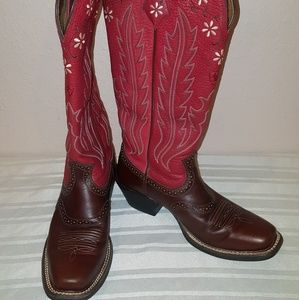 ARIAT  RED EMBROIDED WHITE FLOWERS LEATHER BOOTS